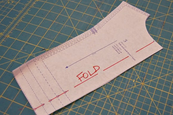 Omitting the back button placket on the Oliver + S Hide-and-Seek Tunic