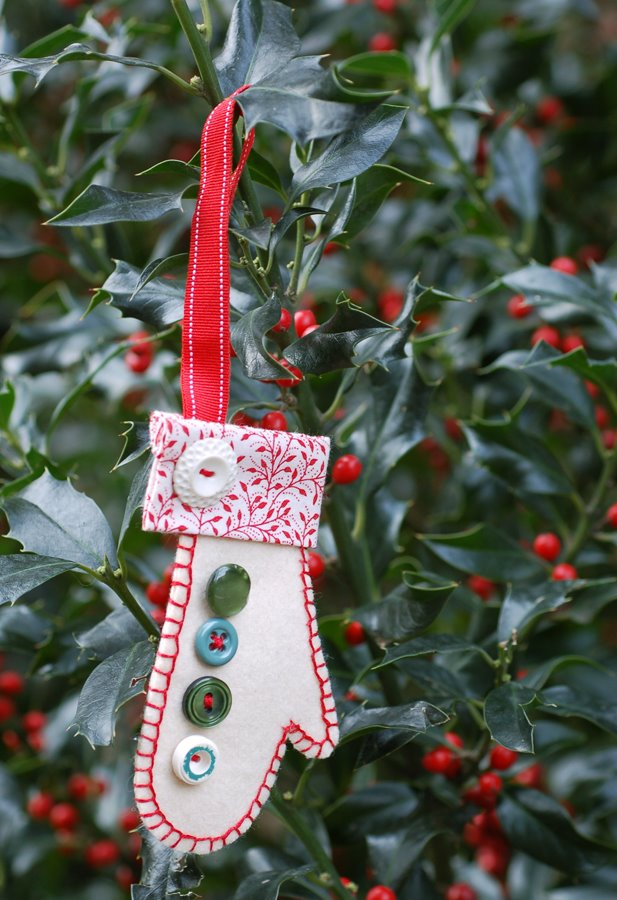free holiday mitten ornament pattern
